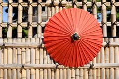 Японский традиционный красный зонтик Стоковое фото RF
