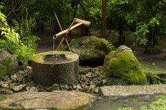 Японский фонтан бамбука воды Стоковая Фотография