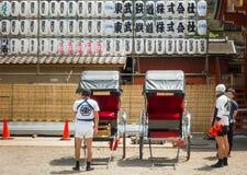 Японский человек в традиционных одеждах стоковое фото rf