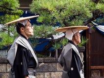 2 японских люд в традиционных костюмах самураев Стоковое фото RF