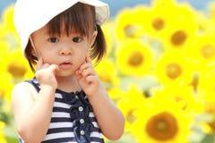 Японское поле девушки и солнцецвета Стоковые Изображения