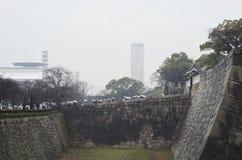 Японцы идут к синтоистской святыне и виску Стоковая Фотография RF