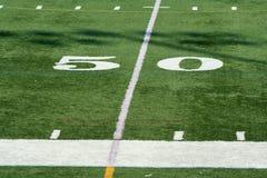ярд отметки 50 футболов Стоковые Изображения