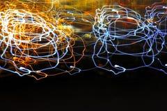 Яркая абстрактная картина в линиях и пятнах цвета различных на черноте Стоковые Изображения RF