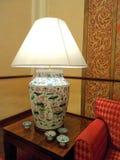 Яркая лампа в живущей комнате Стоковые Фотографии RF
