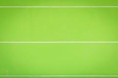 Яркая ая-зелен стена цемента с белыми текстурой и backgroun нашивки Стоковые Изображения