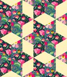 Яркая безшовная картина заплатки от ткани с цветками, листьями и чашками с чаем Стоковое Фото