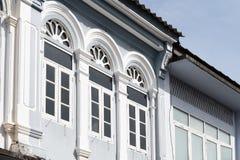Яркая винтажная китайско-португальская архитектура много здания в городке Пхукета стоковое фото