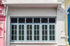 Яркая винтажная китайско-португальская архитектура много здания в городке Пхукета стоковая фотография