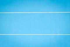 Яркая голубая стена цемента с белыми текстурой и предпосылкой нашивки Стоковое Изображение RF
