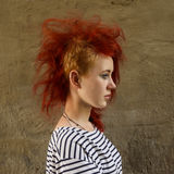 Яркая девушка с красными волосами Стоковое Изображение