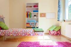 Яркая желтая комната для девушки Стоковое Изображение RF