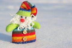 Яркая игрушка Санта в снеге Стоковое Изображение RF