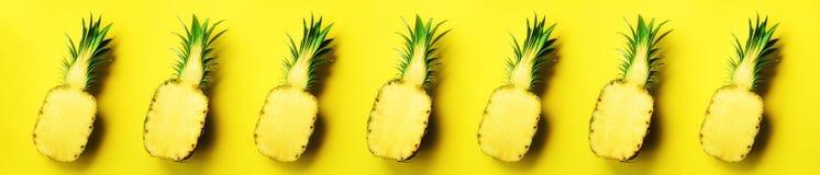 Яркая картина ананаса для минимального стиля Взгляд сверху Дизайн искусства шипучки, творческая концепция скопируйте космос Свежи стоковое изображение rf