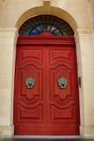 Яркая красная дверь Стоковая Фотография RF