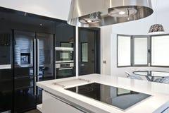 яркая кухня самомоднейшая Стоковое Изображение