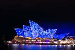 Яркая ночная жизнь оперного театра Сиднея Стоковая Фотография RF