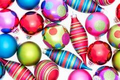 Яркая предпосылка сортированных орнаментов рождества Стоковые Изображения RF