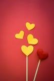 Яркая предпосылка с сердцами в влюбленности Стоковые Изображения RF