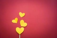 Яркая предпосылка с сердцем на красном цвете Стоковые Изображения