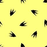 Яркая свежая предпосылка весны Безшовные ласточки картины летают в различные направления Стоковые Изображения