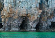 Яркая ясная вода зеленого цвета aqua на полуострове Брюс с большое limest Стоковое Фото