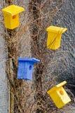 Яркие декоративные birdhouses Стоковые Изображения RF