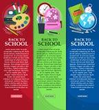 Яркие знамена назад к школе с schoolbag, глобусом, книгами и канцелярскими принадлежностями с местом для вашего текста вектор Стоковые Изображения