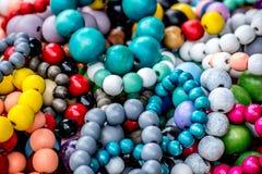 Яркие и красочные вышитые бисером ожерелья Стоковая Фотография RF
