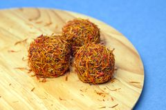 Яркие конфеты сделанные из шафрана и шоколада Стоковое Изображение RF