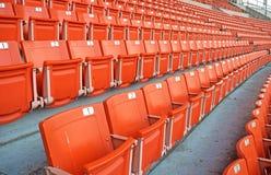 Яркие красные места стадиона на стадионе резвятся Стоковая Фотография RF