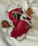 Яркие красные орнаменты рождественской елки ткани Стоковое Фото