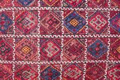 Яркие, красочные турецкие ткани, покрывала и банданы с различными восточными картинами Текстура ткани или ткани, стоковое изображение