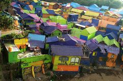 Яркие крыши цвета деревни Jodipan стоковое фото
