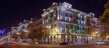 Яркие ночи Баку Момент времени Панорамный взгляд Баку Трассы ночи в Баку Башни пламени Стоковые Фото
