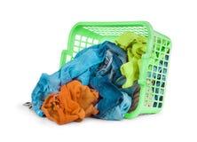Яркие одежды в корзине прачечной Стоковое фото RF