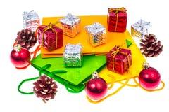 Яркие пакеты и коробки для подарков рождества и Нового Года Фото студии Стоковые Фото