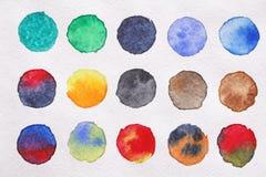 Яркие пестротканые круги акварелей съемка предпосылки близкая бумажная вверх ба Стоковое Изображение
