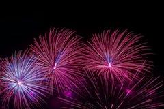 Яркие пестротканые накаляя сферы и мелькая звезды, фантастические кометы, фейерверки Яркая предпосылка для совсем праздничного Стоковое фото RF