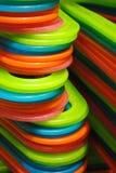 яркие покрашенные вешалки Стоковое фото RF