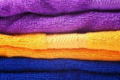 яркие покрашенные полотенца хлопка Стоковое Изображение RF