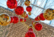 Яркие полн-сферы красного цвета и золота стоковая фотография rf