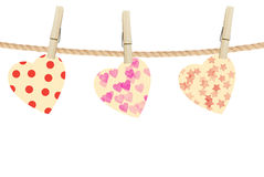 Яркие сердца вися на веревочке на деревянном Стоковая Фотография RF