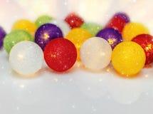 Яркие сферы гирлянды рождества Стоковое Фото