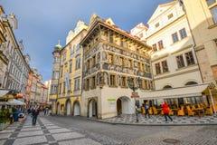 Яркие фасады старых зданий в Праге, чехии Центр города Праги Стоковая Фотография