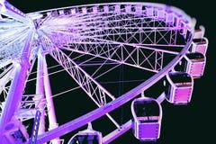 Яркие фиолетовые света идут кругом Стоковые Изображения