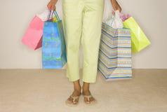 Яркие хозяйственные сумки стоковая фотография rf