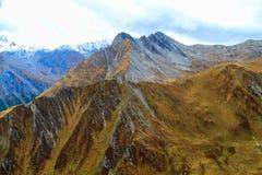 яркие холмы declivities landscape тип верхних частей горы overhand Стоковое Изображение