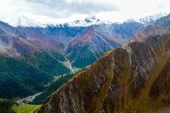 яркие холмы declivities landscape тип верхних частей горы overhand Стоковая Фотография