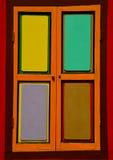 Яркие цветастые штарки окна с 4 панелями стоковое изображение